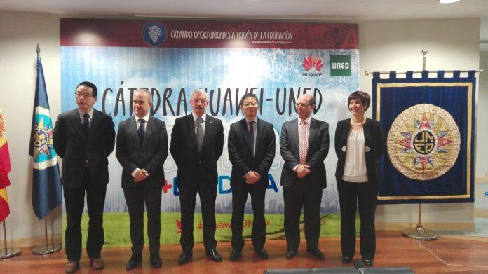Imágen firma de acuerdo UNED Huawei