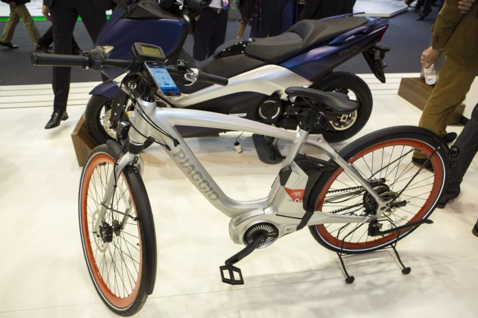 Piaggio Wi-Bike vodafone OMExpo