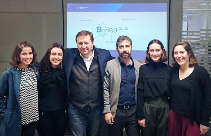 Las alumnas de LCI Barcelona con Michel Chtepa, de Seaqual, y Raul Sanahuja, de Epson