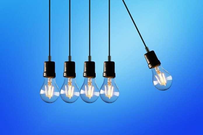 ahorrar en la factura de la luz bombilla led ENLIGHT'EM