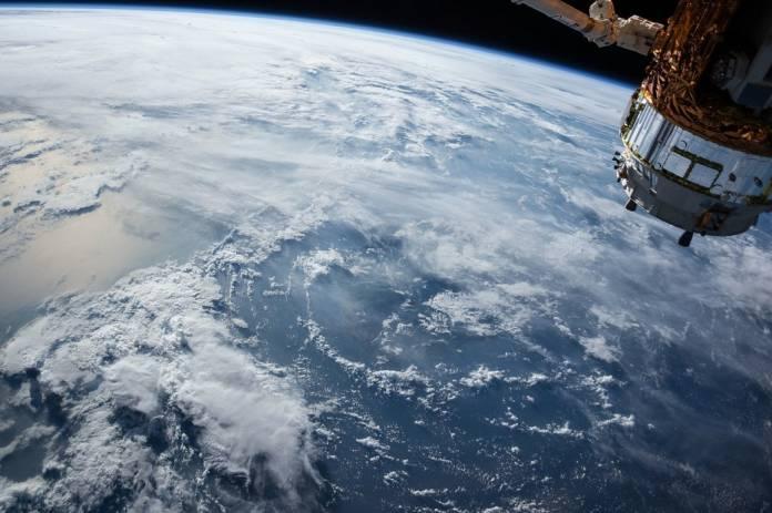 aws redes de datos vía satélite