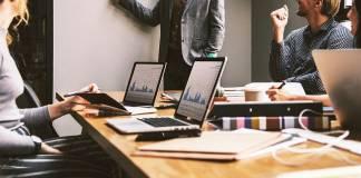 inversiones tecnológicas Organiza el flujo de trabajo en el equipo del proyecto de TI.